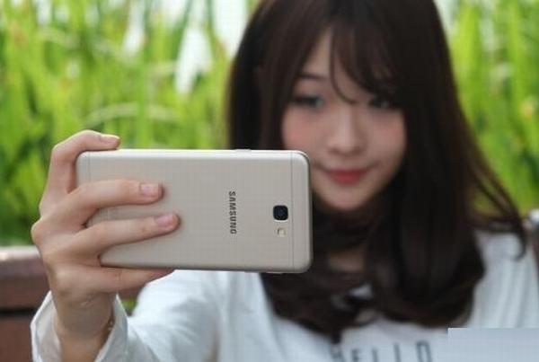 tong-hop-nhung-thu-thuat-chup-anh-selfie-tren-galaxy-j7-prime-1