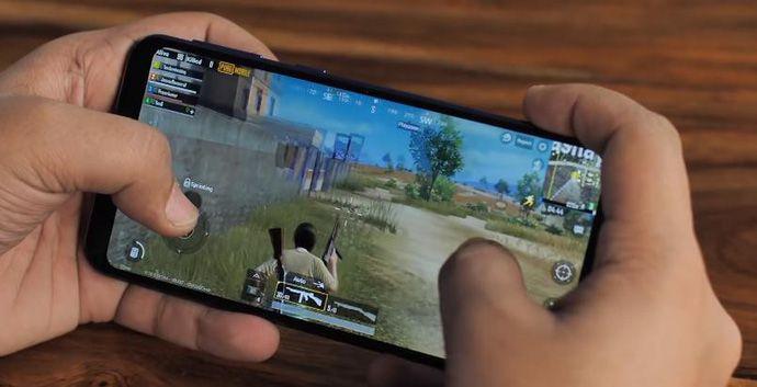 """4 smartphone mới giá khá rẻ, Pin """"khủng"""" để leo rank game mobile (1)"""