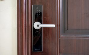 Lắp đặt khóa cửa thông minh vân tay: Lưu ý và cách lắp đặt (1)