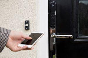 Các loại khóa cửa thông minh hiện nay? Cần lưu ý gì khi mua? (4)